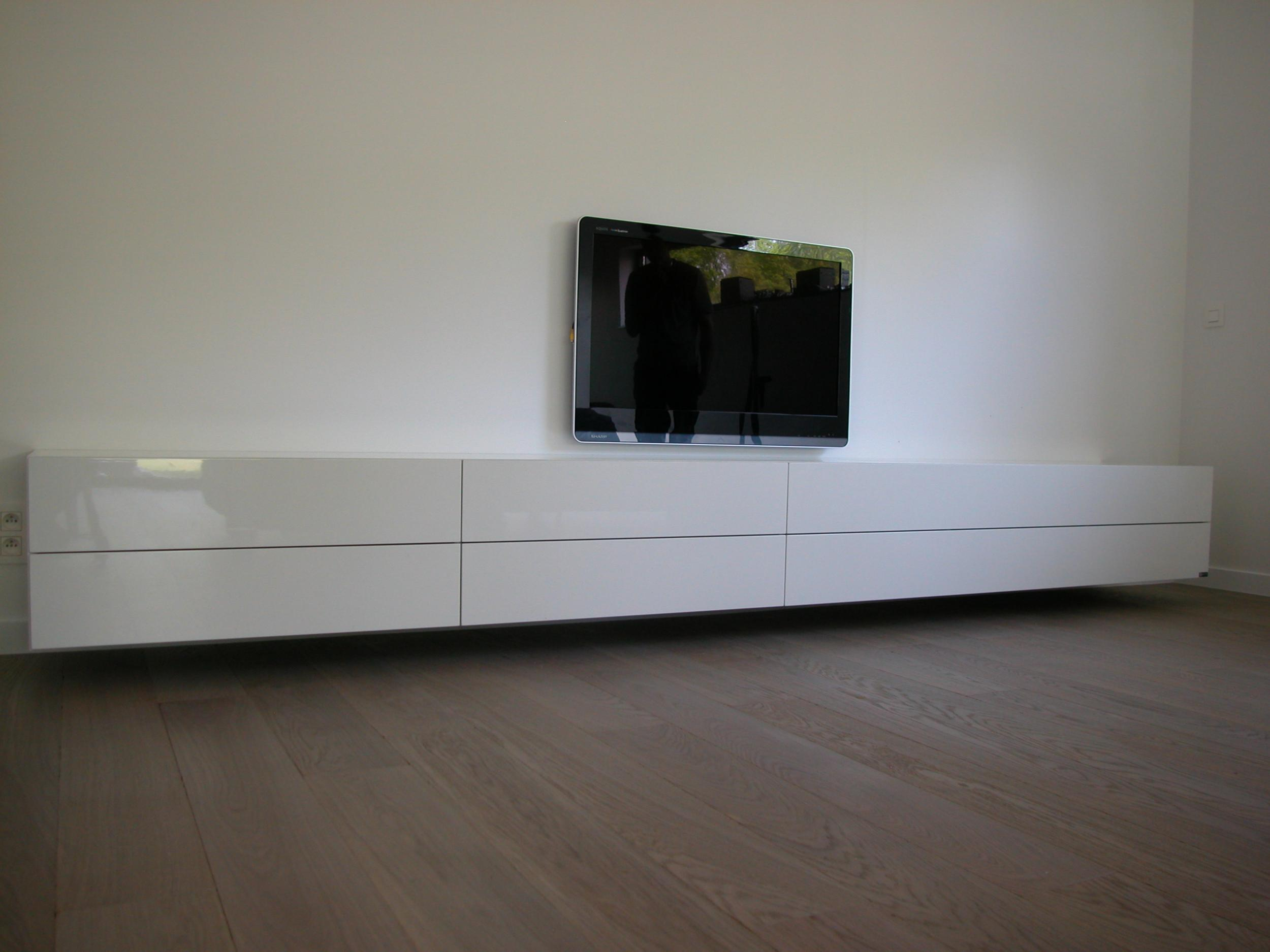 Bedwelming Artyx » The new design vision » Alpha 370 super lang design dressoir &IO19